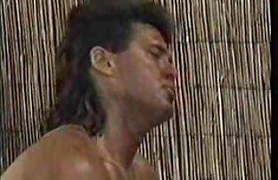 Deux filles chaudes extrait porno amateur gratuit partageant une bite