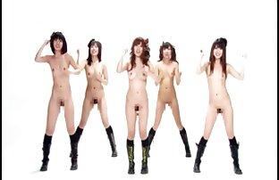 Maîtresse aux cheveux roux et cocu bisexuels donnant la video amateur sexe streaming tête.