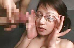 Petite amie films sexe amateur tatouée fistée dans la baignoire