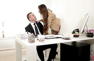 Une brune mature avec de beaux seins est arrachée de ses vêtements anal baisée sur video sexy amateur gratuit le lit