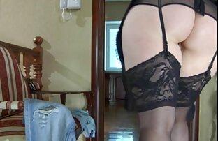 MILF aux gros seins suce vidéo amateur sexy gratuit et baise sur le canapé