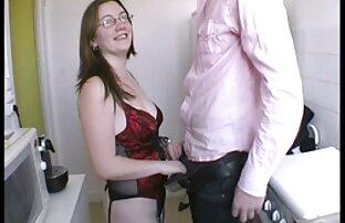 Odalis jouant porno dingue fellation avec elle-même