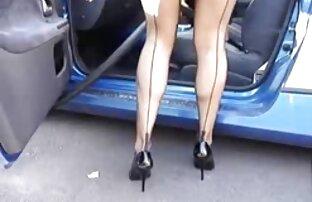Jolie salope aux cheveux sexe streaming amateur noirs et aux beaux seins en porte-jarretelles se fait fesser